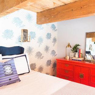 Cette image montre une petit chambre mansardée ou avec mezzanine asiatique.
