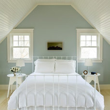 Beach Style Bedroom by Aquidneck Properties