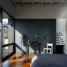 Modern Bedroom by AAA Architecture