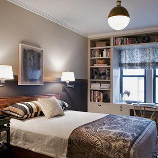 Imagen de dormitorio clásico renovado con paredes multicolor