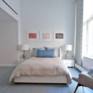 ニューヨークの中くらいのコンテンポラリースタイルのおしゃれな主寝室 (白い壁、大理石の床) のレイアウト