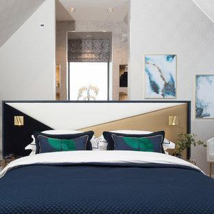 Свежая идея для дизайна: маленькая спальня в стиле модернизм с серыми стенами, ковровым покрытием и бежевым полом - отличное фото интерьера