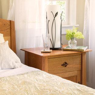 Idée de décoration pour une chambre craftsman de taille moyenne.