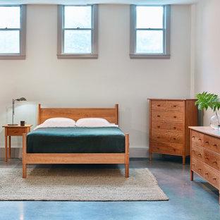 Idée de décoration pour une chambre mansardée ou avec mezzanine nordique de taille moyenne avec un mur gris, béton au sol, aucune cheminée et un sol gris.