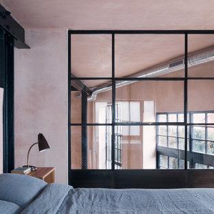 Diseño de dormitorio urbano con paredes rosas