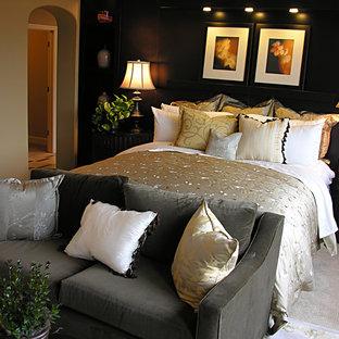 Ejemplo de dormitorio principal, exótico, con paredes negras