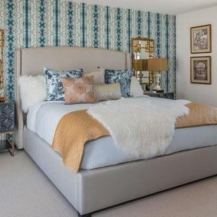 Diseño de dormitorio tradicional renovado con paredes blancas, moqueta y suelo gris
