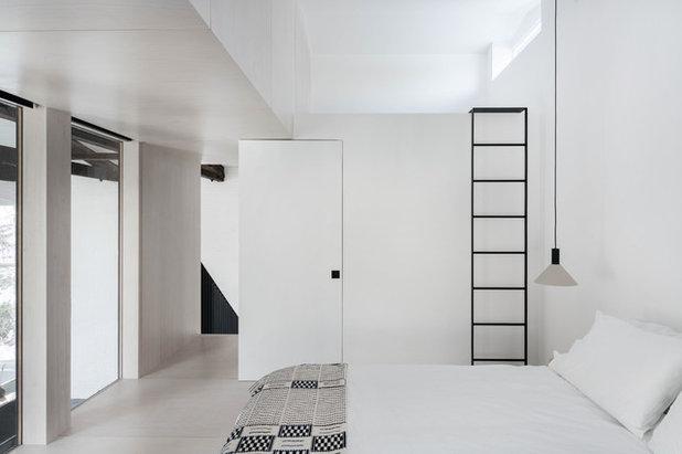 Современный Спальня by McNamara Carpentry Inc.