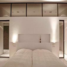 Contemporary Bedroom by PuurFlow