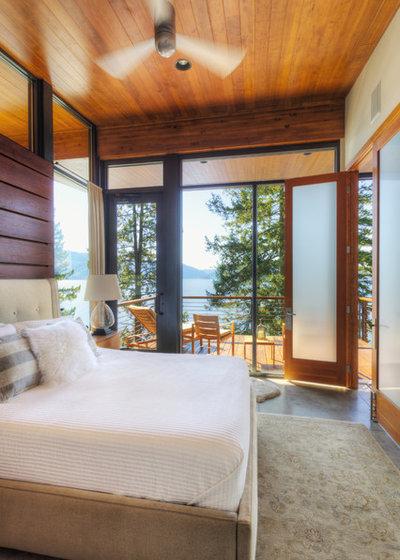 Modern Bedroom by Uptic Studios