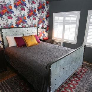 Kleines Stilmix Hauptschlafzimmer mit grauer Wandfarbe, Korkboden und grauem Boden in Detroit