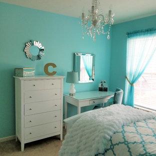 Inspiration för ett litet funkis gästrum, med gröna väggar, heltäckningsmatta och beiget golv