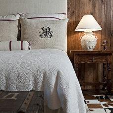 Rustic Bedroom by Bulhon Design Associates
