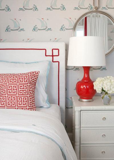 ビーチスタイル 寝室 by Liz Carroll Interiors