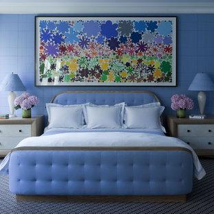 Exempel på ett modernt sovrum, med blå väggar, heltäckningsmatta och blått golv