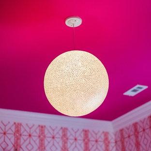 Esempio di una camera da letto classica di medie dimensioni con pareti arancioni, moquette e pavimento rosa