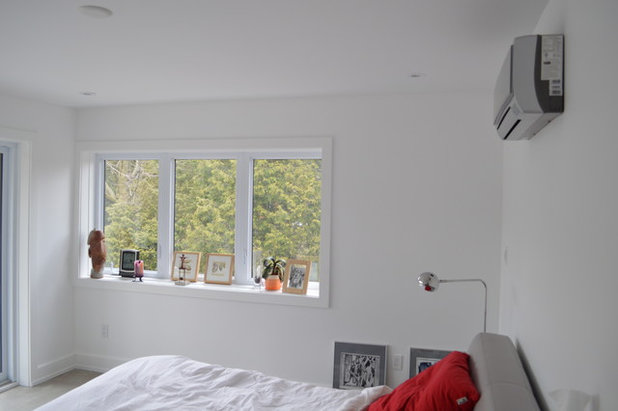 Moderno Camera da Letto by Built by Humber Ltd.