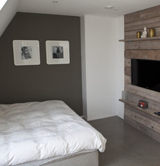 modern bedroom Concrete vs wood