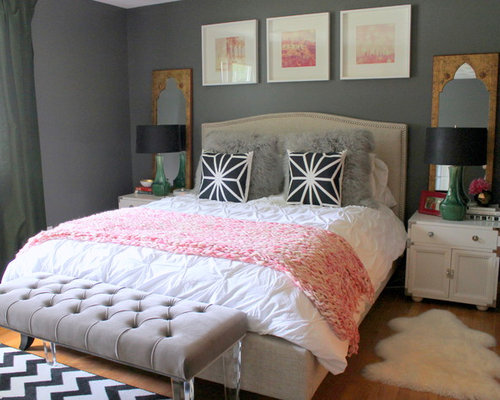 'Mid-sized eclectic master medium tone wood floor bedroom idea in Kansas City with gray walls' from the web at 'https://st.hzcdn.com/fimgs/523148220e9dfaaf_1934-w500-h400-b0-p0--.jpg'