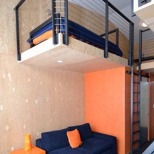 Idéer för att renovera ett funkis sovloft, med orange väggar