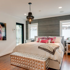 Contemporary Bedroom by Facaro