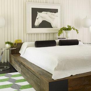 Свежая идея для дизайна: спальня в современном стиле с темным паркетным полом - отличное фото интерьера