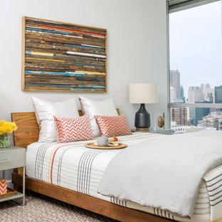 Foto de dormitorio principal, actual, de tamaño medio, con paredes blancas, moqueta y suelo multicolor