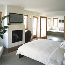 Contemporary Bedroom by John Lum Architecture, Inc. AIA