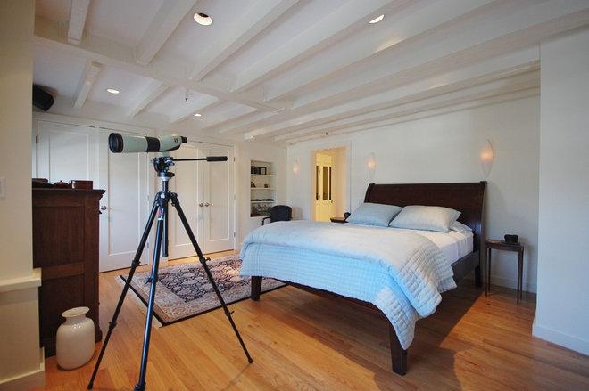 Contemporary Bedroom by Leslie Saul & Associates