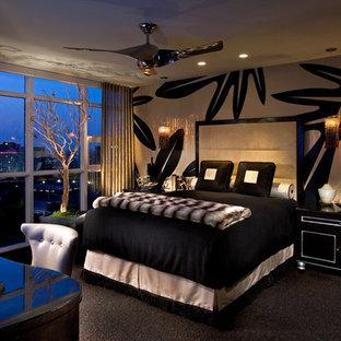 Imagen de dormitorio contemporáneo con paredes multicolor, moqueta y suelo negro