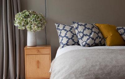 ベッドにクッションをたくさん置くのはなぜ? 寝室を素敵にするピローの飾り方ルール