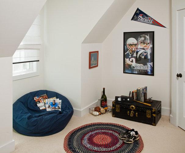 Traditional Bedroom by Jeannine Petteruti