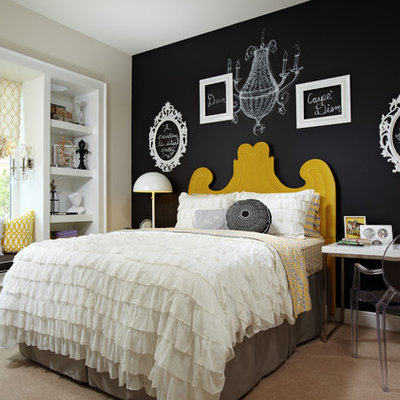 Eclectic guest carpeted bedroom photo in Tampa with black walls