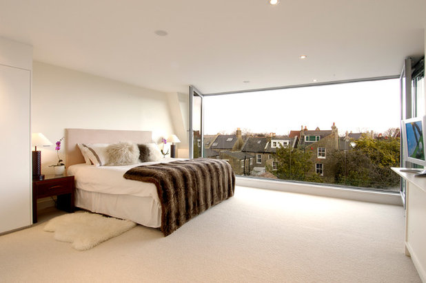 Contemporary Bedroom by Thomas de Cruz Architects & Designers