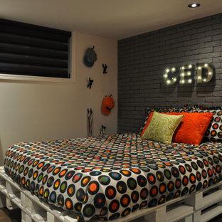 Foto de habitación de invitados contemporánea, de tamaño medio, con suelo vinílico