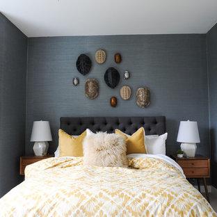 Esempio di una piccola camera matrimoniale minimalista con pareti blu, moquette e pavimento bianco