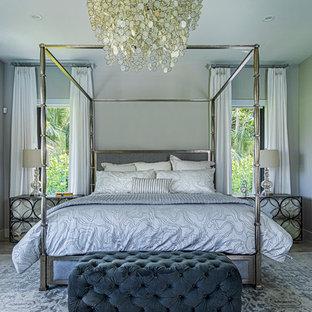 Imagen de dormitorio principal, romántico, grande, sin chimenea, con paredes grises, suelo de piedra caliza y suelo gris