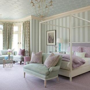 На фото: хозяйская спальня в стиле современная классика с ковровым покрытием и фиолетовым полом без камина