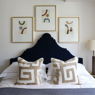 This is an example of a contemporary bedroom in London.