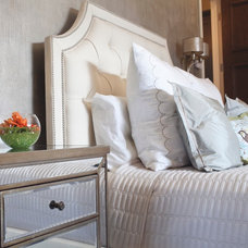 Traditional Bedroom by BELLA VICI