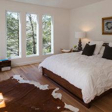 Contemporary Bedroom by Studio MM, pllc