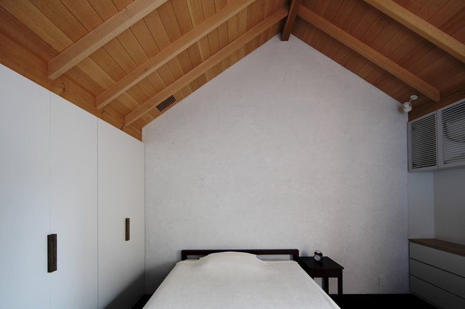 Asian Bedroom by Love Architecture