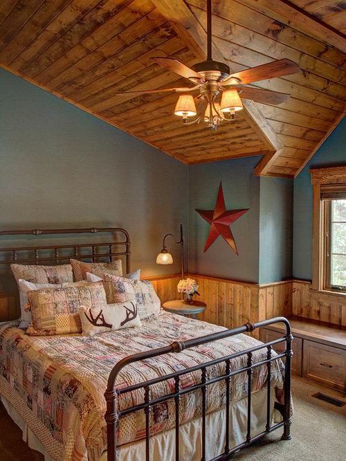Camera da letto in montagna con pareti blu foto idee arredamento - Pareti blu camera da letto ...