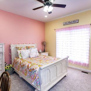 Idee per una camera degli ospiti american style di medie dimensioni con pareti rosa e moquette