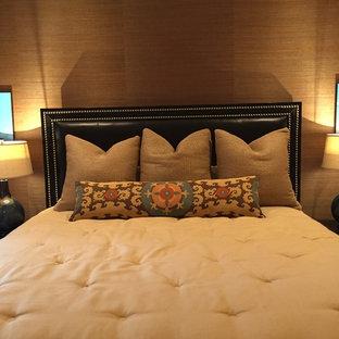 Chambre avec moquette avec un mur marron Orange County : Photos et ...