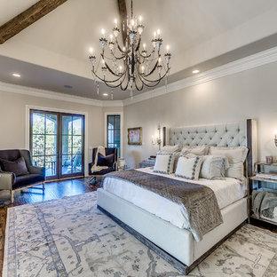 На фото: большие хозяйские спальни в стиле современная классика с коричневым полом, серыми стенами, паркетным полом среднего тона, стандартным камином и фасадом камина из бетона