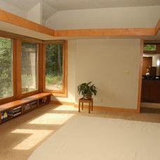 Modern Bedroom by Barenz Builders