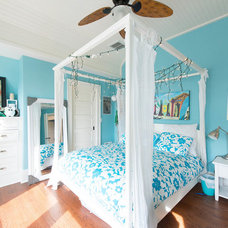 Tropical Bedroom by CMM Construction Inc.