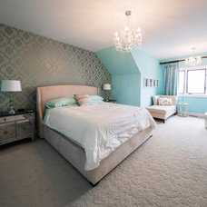 Traditional Bedroom by Don's Light House Ltd