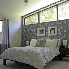 Modern Bedroom by Sarah Greenman